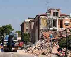 four guilty of manslaughter in italy quake trial